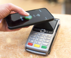 Doładuj telefon… i płać nim – czy płatność mobilna stanie się standardem?