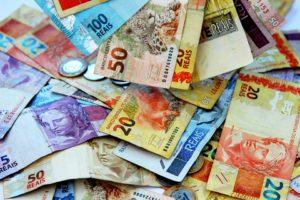 Płaca minimalna może objąć niedługo umowy zlecenia. Źródło: Pixabay.com.