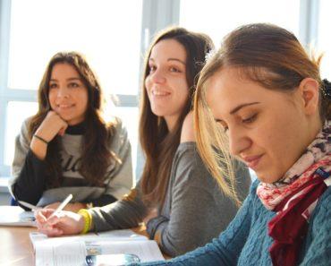 Pracownicy z zagranicy – czy szkoła językowa pomoże?