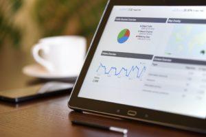 Dom mediowy zajmuje się też sprzedażą reklam poprzez sieci społecznościowe. Źródło: Pixabay.com.