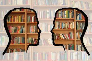 Czasem można poczuć, że mamy głowę przeładowaną informacjami. Źródło: Pixabay.com.