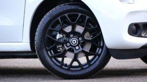 Regeneracja felg stalowych może niedrogo dodać atrakcyjności samochodowi. Źródło: Pixabay.com.
