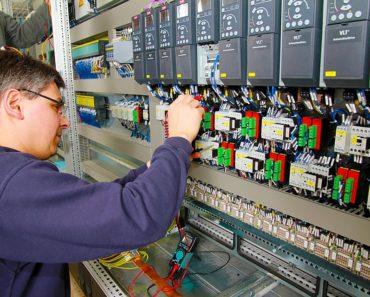 Ile miejsc pracy zniknie w najbliższych dekadach wskutek automatyzacji?