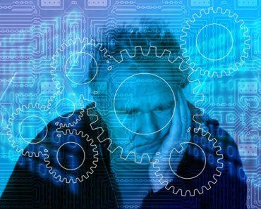 Starsi Polacy wyjątkowo często korzystają z mediów cyfrowych