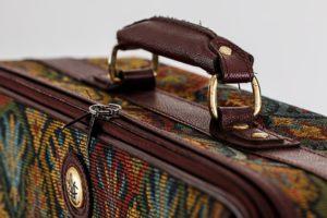 Dobrze mieć ładną walizkę, ale najważniejsze jest, żeby mieć poukładane w środku. Źródło: Pixabay.com.