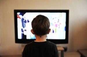 Dobry program dla dzieci? W odpowiednio młodym wieku, odpowiedź może brzmieć:  żaden. Źródło: Pixabay.com.