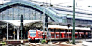 Podczas jazdy pociągiem studenci mogą zaoszczędzić wyjątkowo sporo. Źródło: Pixabay.com.
