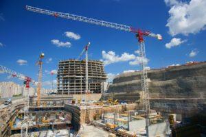 Na budowach pracownicy tymczasowi są wyjątkowo częstym widokiem. Źródło: Pixabay.com.