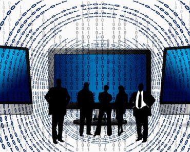 Potencjalni pracownicy sprawdzają pracodawców w internecie