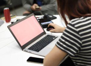 Blisko 90% studentów informatyki w Polsce jest płci męskiej. Źródło: Pixabay.com.