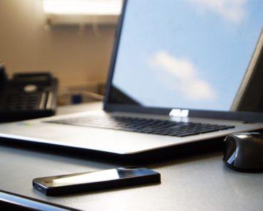 Zablokowanie Facebooka w pracy – konieczny krok ku produktywności?