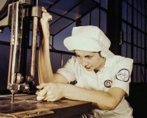 Produkcja to jeden z obszarów, w których pojawia się najwięcej nowych miejsc pracy. Źródło: Pixabay.com.